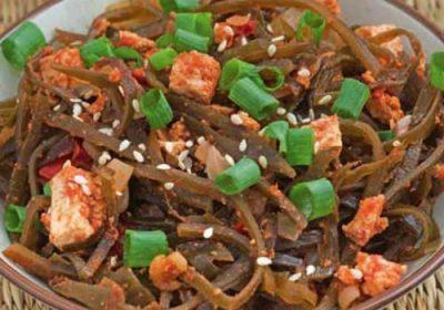 Теплый салат из морской капусты с тофу
