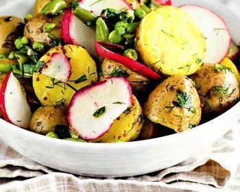Картофельный салат с редисом и горошком