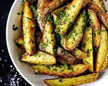 Картофель с чесноком и пармезаном