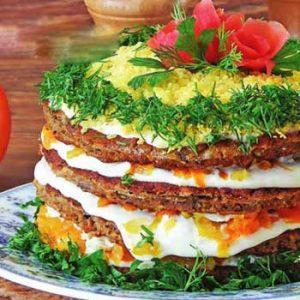 Закусочный торт-салат из кильки в томате