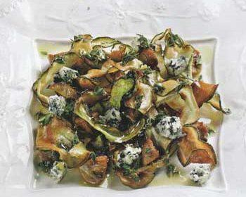 Салат из цукини, голубого сыра и шампиньонов