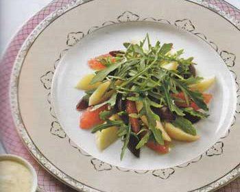 Салат из свеклы, яблок, грейпфрутов и руколы