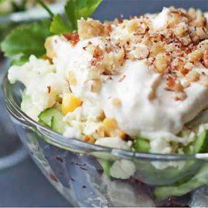 Куриный салат с кукурузной и грецкими орехами