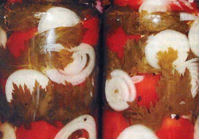 Помидоры с луком и сельдереем