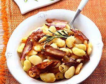 Фасоль лима с беконом и помидорками черри