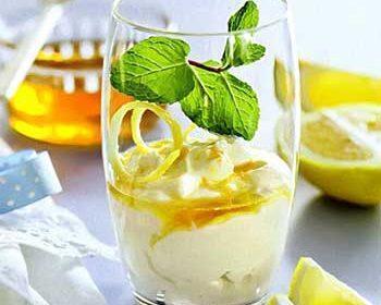 Густой йогурт с лимонным медом