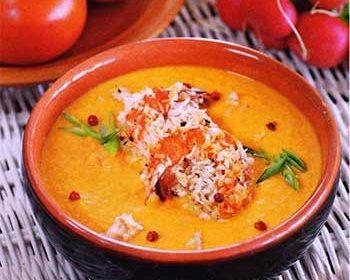 Морковный суп-пюре с жареными креветками