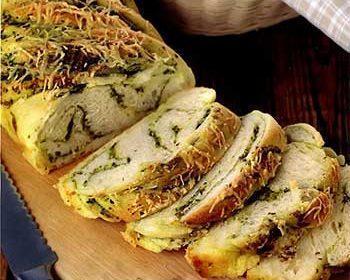 Плетеный хлеб с песто