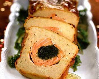 Рыбный рулет со шпинатной начинкой