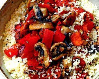 Кускус с перцем и грибами и цукини