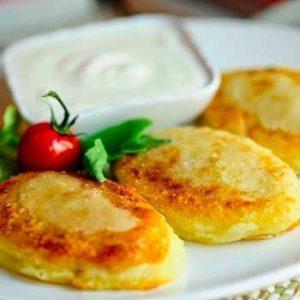 Картофельные зразы с адыгейским сыром с крем-соусом