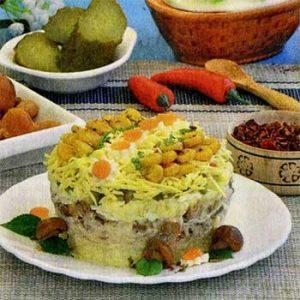Салат из курицы, картофеля и грибов «Февральский»