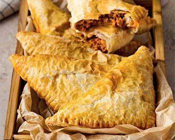 Быстрые пирожки с мясом и сыром