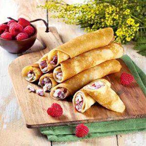 Крахмальные блинчики с начинкой из творога с ягодами