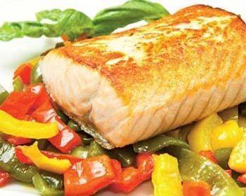 Салат из рыбы, перца и моркови «Гурман»
