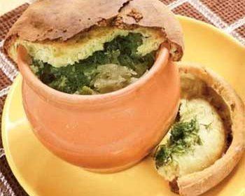 Квашенная капуста со свининой и картофелем в горшочке