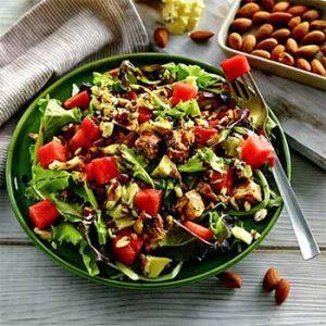 Салат с арбузом и курицей