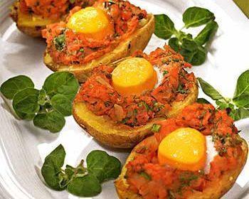 Картофель, запеченный с яйцами