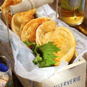 Греческие пирожки с творогом и мятой