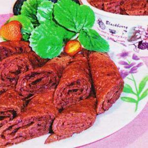 Дрожжевые блины с какао, кокосовой стружкой и медово-клубничной пропиткой