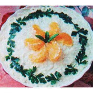 Салат с крабовыми палочками, кукурузой и мандарином