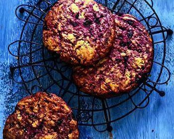 Печенье на желтках с черникой