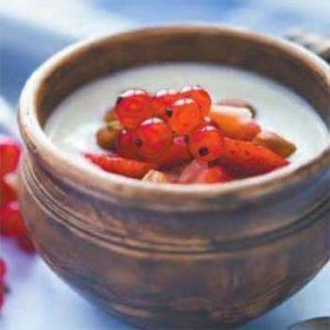 Домашний йогурт с ягодами в мультиварке