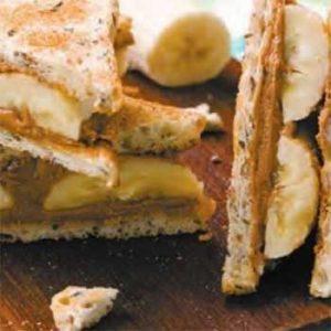 Бутерброды с домашней арахисовой пастой и бананом