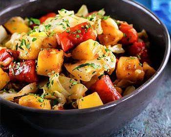 Летнее рагу с капустой и картофелем