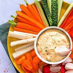 Хрустящие овощи со сливочным дипом из сыра
