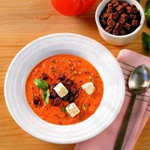 Томатный суп с рассольным сыром и сухариками