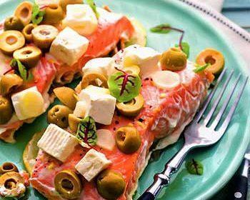 Рыба «в конверте» с оливками, лимоном и сыром