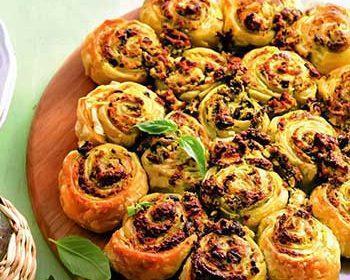 Пирог-булочки с брынзой, маслинами и зеленью