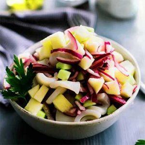 Постный салат из кальмаров