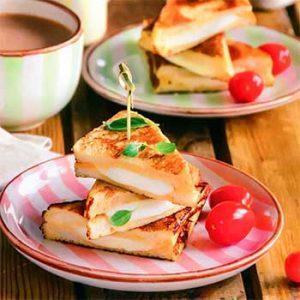 Завтрак с моцареллой для всей семьи