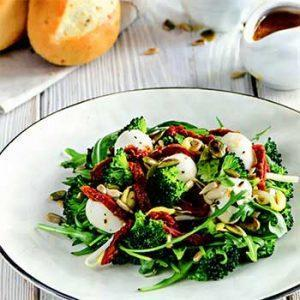Салат с моцареллой и брокколи