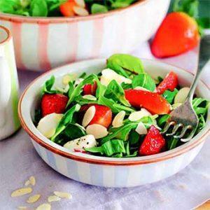 Салат с клубникой и моцареллой