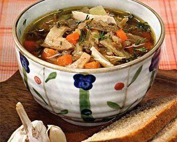 Куриный суп с перловкой и грибами