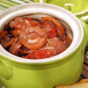 Свиные сардельки в томатном соусе