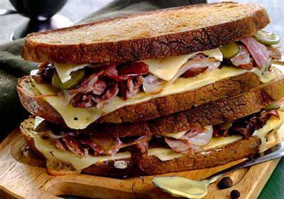 Сэндвичи с рулькой, сыром и ветчиной