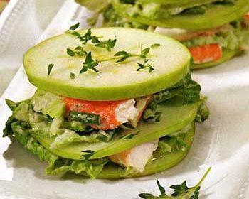 Салат из яблок и крабового мяса