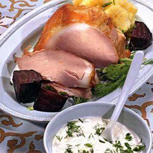 Свиной окорок с картофельно-лимонным пюре и печеной свеклой