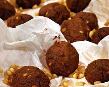 Шоколадное печенье с кедровыми орешками