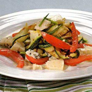Салат из цукини и козьего сыра