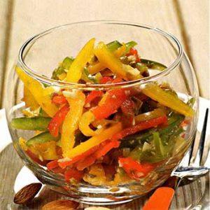 Салат из сладкого перца с острой заправкой