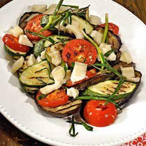 Жареные овощи с козьим сыром