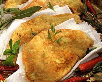 Тунисские пирожки с фаршем и яйцом