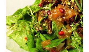 Салат с заправкой из хурмы