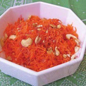 Салат из моркови с кешью и сиропом шиповника