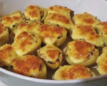 Картофель, фаршированный курицей, беконом и грибами